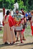 Stående av män och kvinnor i historiska dräkter Royaltyfri Bild