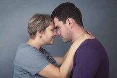 Stående av en man och en kvinna Fotografering för Bildbyråer