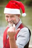 Stående av mannen i hans 50-tal med jultomtenhatten Royaltyfria Foton