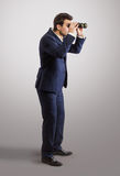 Stående av mannen som söker efter nya affärstillfällen Royaltyfri Foto