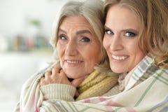 Stående av modern och dottern arkivfoton