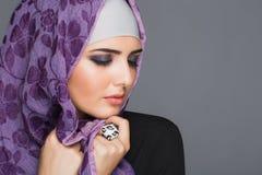 Stående av muslimska kvinnor i hijab Arkivfoto