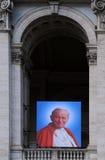 Stående av påven John XXIII på basilika arkivbild
