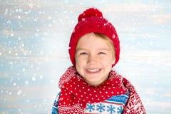 Stående av pojken för lycklig jul arkivbild