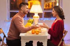 Stående av romantiska par på valentin dag Arkivbild