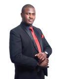 Stående av säkert posera för afrikansk man på kameran royaltyfri bild