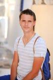 Stående av sammanträde för ung man på gatan i grek Royaltyfria Foton