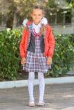 Stående av sju-år högstadiumflickor på skolan royaltyfria bilder
