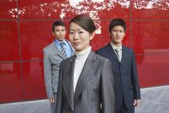 Stående av tre säkra Businesspeople arkivfoton