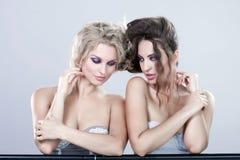Stående av två barnkvinnor. Royaltyfria Bilder