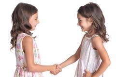 Stående av två härliga små flickor på vit bakgrund fotografering för bildbyråer
