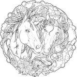 Stående av två hästar, mannen och hingsten med blommor Arkivfoto