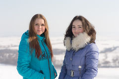 Stående av två tonåringflickor royaltyfri fotografi