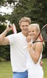 Stående av två unga tennisspelare Royaltyfria Bilder