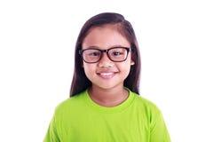 Stående av unga asiatiska flickakläderexponeringsglas som isoleras på vit Arkivfoto