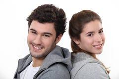Stående av en ung man och kvinna royaltyfri fotografi