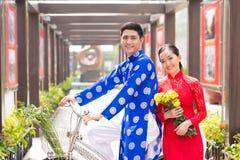 Stående av vietnamesiska par Arkivfoton