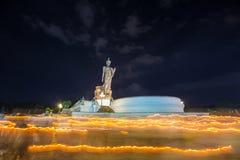 Stående bucha för BuddhaMonthon visakha arkivbilder