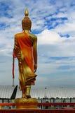 Stående Buddha i Thailand Arkivfoton