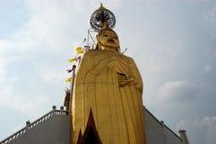 Stående Buddha på Wat Intharawihan, Bangkok Arkivbilder