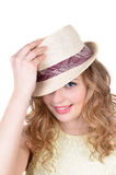 Stående den emotionella flickan i en hatt royaltyfri bild