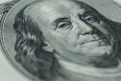 Stående för Benjamin Franklin ` s på hundra dollarräkning Arkivfoton