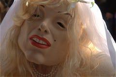 Stående för brudkvinnadräkt för carnaval Arkivfoto