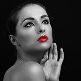 Stående för Closeupkonstkvinna Röd läppstift Arkivfoton
