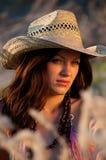 stående för cowboyflickahatt Royaltyfri Bild