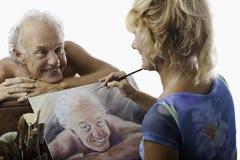 stående för konstnärkvinnligmålning royaltyfri bild