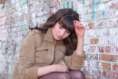 stående för längd för brunettflicka SAD half Royaltyfria Bilder