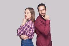 Stående för profilsidosikt av den fundersamma skäggiga mannen och kvinnan I fotografering för bildbyråer