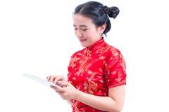 Stående för sidosikt av härlig ung asiatisk kines D för kvinnakläder royaltyfria bilder