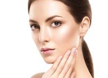 Stående för skönhetkvinnaframsida Härlig modell Girl med perfekt ny ren hud royaltyfri fotografi