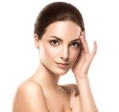 Stående för skönhetkvinnaframsida Härlig modell Girl med perfekt ny ren hud arkivfoto