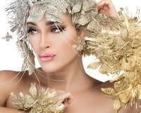Stående för trendig kvinna med guld och silver Stylism. Vogue s Arkivbild