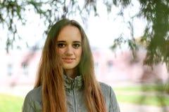 Stående för ung kvinna i höstfärg Fotografering för Bildbyråer