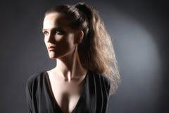 Stående för ung kvinna med hästsvansen Fotografering för Bildbyråer