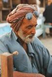 Stående - gamal man på den Clifton stranden, Karachi Fotografering för Bildbyråer