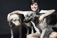 Stående med husdjuren Arkivfoto