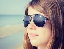 Stående som är nära upp av en tonårs- flicka Royaltyfri Foto