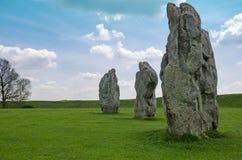 Stående stenar på Avebury, England Arkivbilder