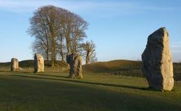 Stående stenar på den Avebury domarringen Arkivfoton