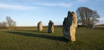 Stående stenar på den Avebury domarringen Arkivbilder