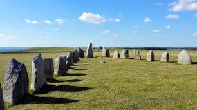 Stående stenar under en störande himmel royaltyfri fotografi