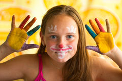 Ståendeliten flicka - målad hand Arkivfoto