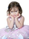 Ståenden av den gulliga brunetten behandla som ett barn flickan fotografering för bildbyråer