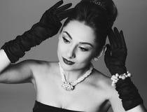 Ståenden av den härliga kvinnan gillar en berömd aktris Royaltyfria Bilder