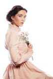 Ståenden av den härliga unga bruden i rosa färger klär Royaltyfri Fotografi
