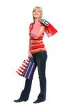 Ståenden av den lyckliga gammala kvinnan med shopping bags Royaltyfria Foton